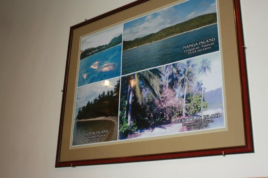 Islands View Inn: walls are decorated with pictures of different coron islands