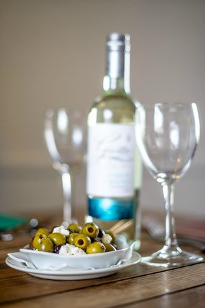 The White Horse Inn: Wine and Olives