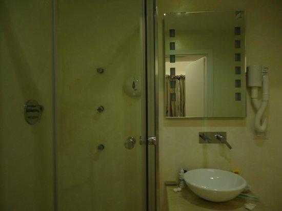 B&B Le Stanze del Duomo: baño