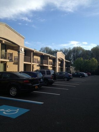 Comfort Inn Middletown: safe parking lot