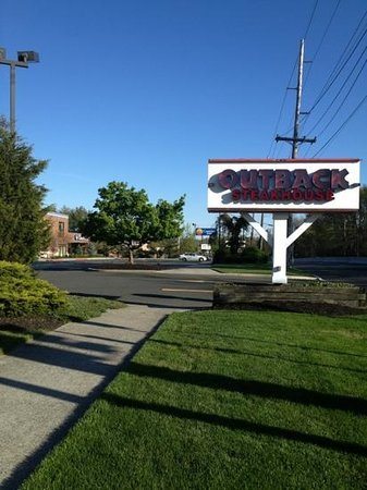 Comfort Inn Middletown: Outback Steakhouse next door...