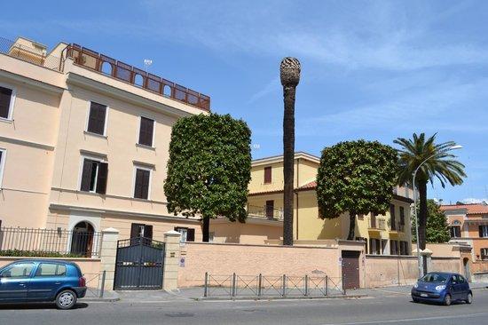 """Casa di Accoglienza """"Paolo VI"""": VISTA FRONTALE PALAZZINA OSPITI"""