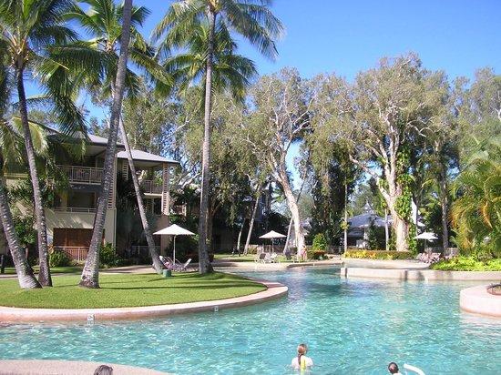 แมนทราแอมโพราโฮเต็ล: Pool area