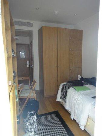 Studios2Let Serviced Apartments   Cartwright Gardens: STUDIO SANS CUISINE  MAIS EVIER ET FOUR MICRO