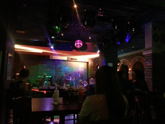 Ramee Baisan Hotel Bahrain: the stage and dancing floor at The Warbler