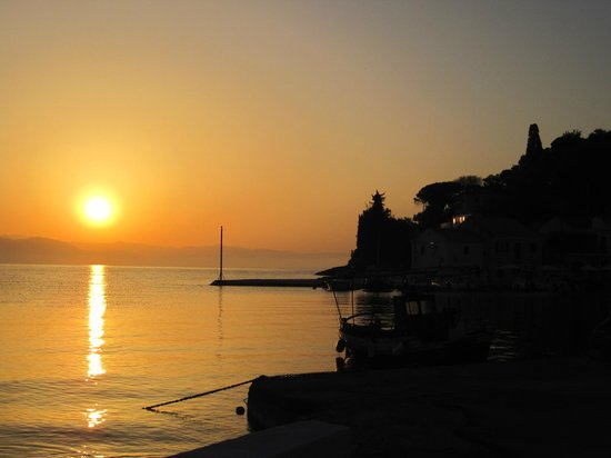 Zakspitaki B&B: Sunrise in Loggos