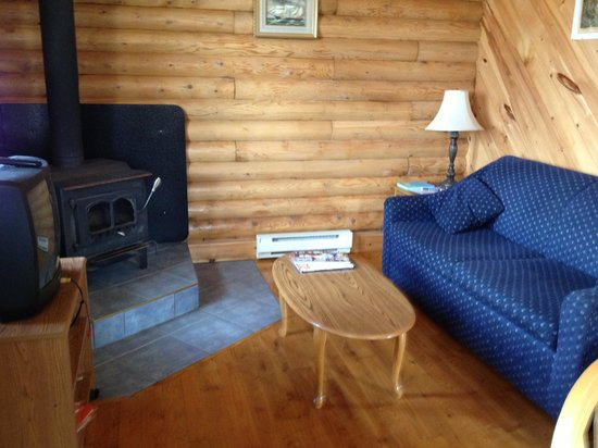 Lunenburg Oceanview Chalets: Living room with sleeper sofa..comfy