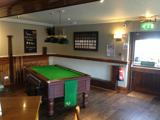 Wheel Inn: Bar area - pool table