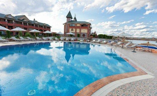 Pool - MoreLux Hotel: 9