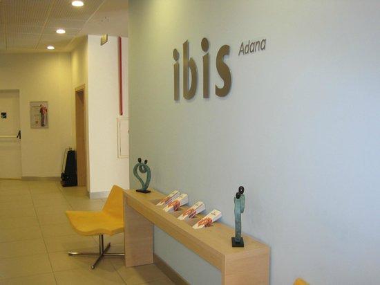 Ibis Adana: lobi