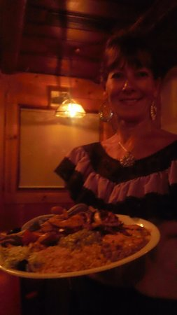 El Cid Mexican Cuisine: Our waitress with fajitas platter