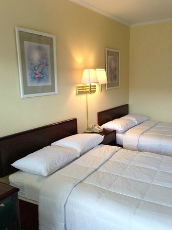 Americas Best Value Inn - Bridgewater : One of the newly renovated rooms