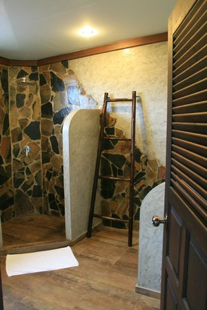 Koh Tao Heights Boutique Villas: L'agréable salle de bains
