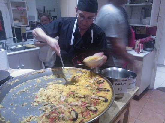 Way Hostel: Paella night