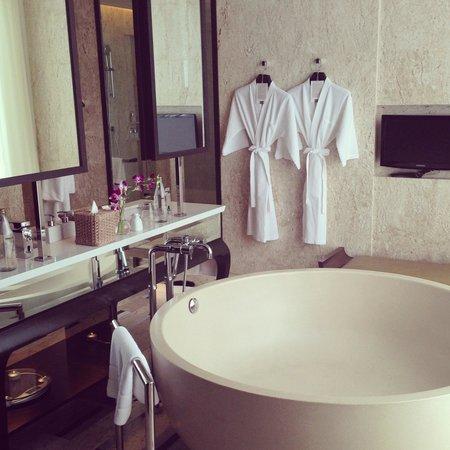 Conrad Koh Samui: Spacious bathroom