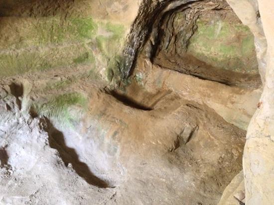 Tempietto di Sant'Emidio alle Grotte: le catacombe paleocristiane