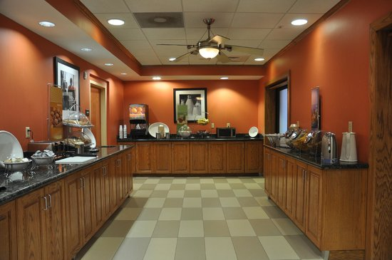 Hampton Inn Stony Creek: Breakfast area