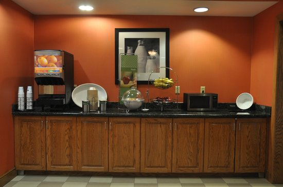 Hampton Inn Stony Creek: Breakfast area