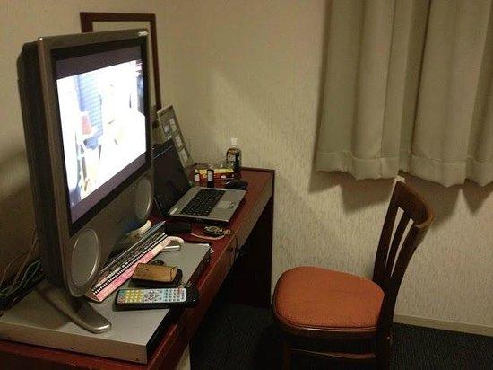 Spa Land Hotel Naito: ちょいと狭いテーブル