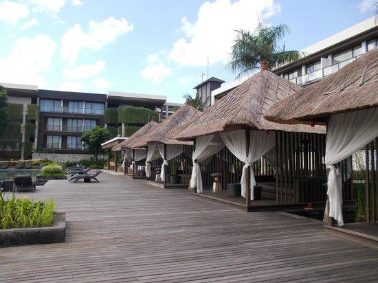 Le Grande Bali: プールサイド