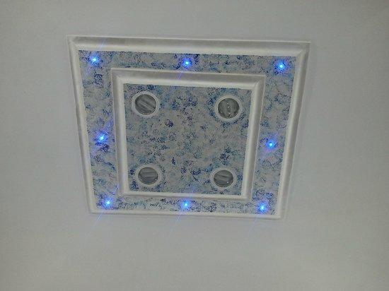 Golden Ice Gelateria Artigianale: Il soffitto