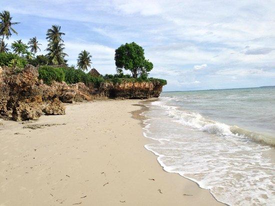 Zanzi Resort: tidal beach with villa