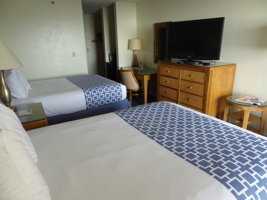 Ocean Sands Beach Inn: Modern Plush Bedding