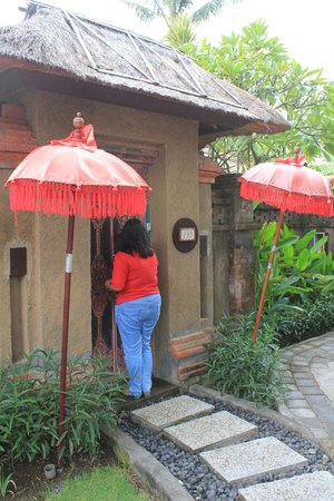 Rama Beach Resort and Villas: entrance to our room
