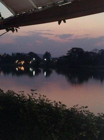 Leelawadee Restaurant Chiangrai: Night view of the river