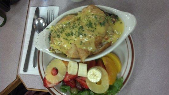 Bette's Place : Croissant Eggs Benadict