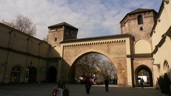 Am Sendlinger Tor: La  storica Sendlinger Tor adiacente l'hoote