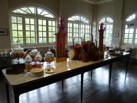 คาเปลลา สิงคโปร์: High Tea at The Libray