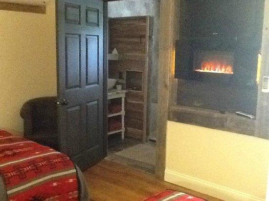 Deer Lake Lodge Resort & Spa: Room