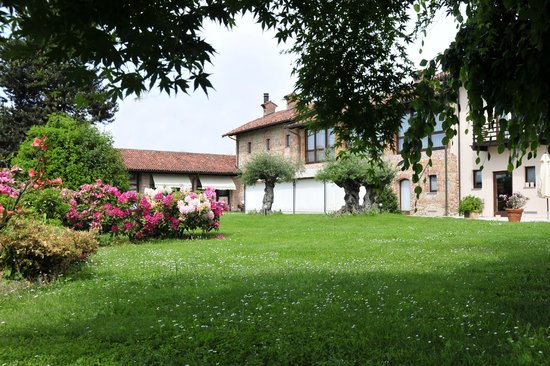 Hotel Ristorante Cascina Era : Giardino fiorito