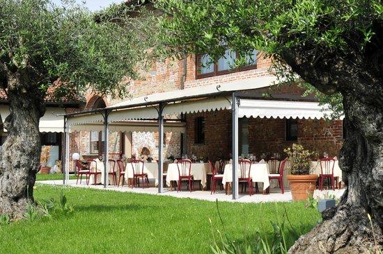 Hotel Ristorante Cascina Era: Dehor ristorante