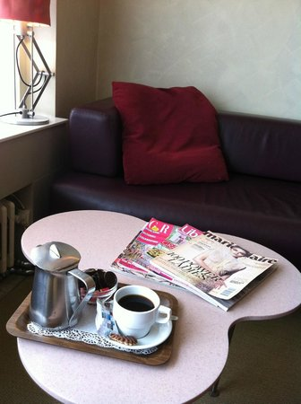 Hotel die Prince : My lovely relaxing coffee with magazines
