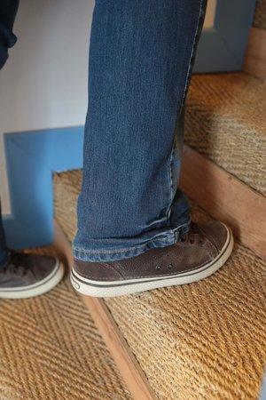 Logis Auberge de la Dune: difficile pouvoir  monter un escalier pentu sans poser le pieds en entier et avec une valise