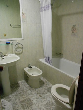 Apartamentos Europa: Bathroom