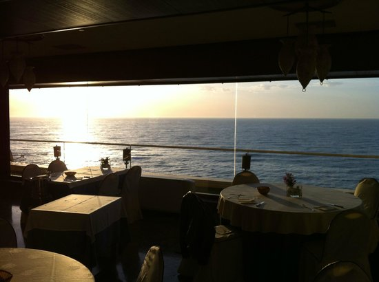 Hotel Masa International: Sunrise. View from the breakfast room - I