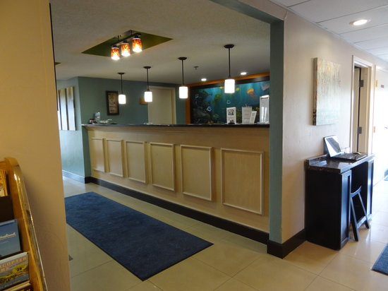 Ocean Sands Beach Inn: Front Desk