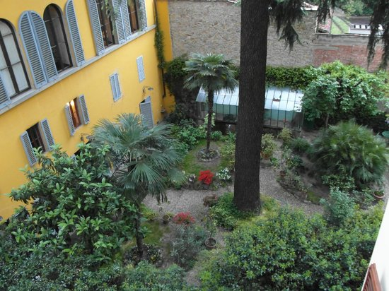 1865 Residenza d'epoca: View of the central garden from our room