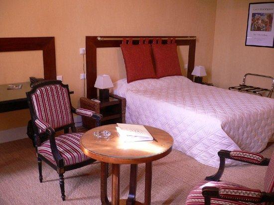 Hotel De France : chambre salon