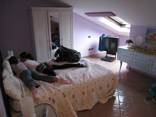 Tetto Fiorito: Chambre lit parents