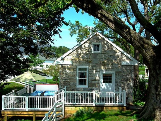 Silverstone Inn & Suites: Private Cottage