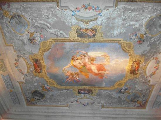 1865 Residenza d'epoca: Dining area ceiling