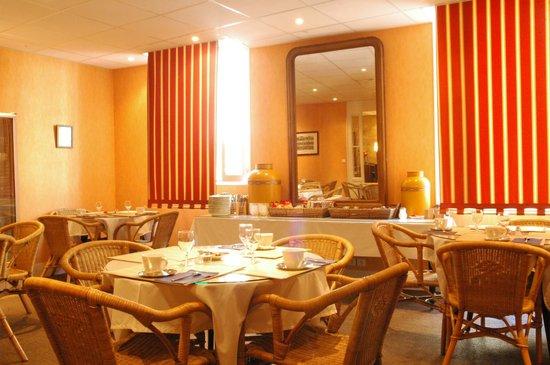 Hotel De France : salle des petit dejeuners