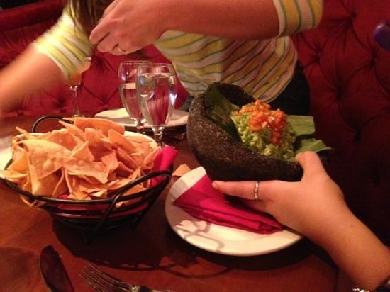 El Vez Restaurant: chips & guacamole!