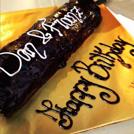 Chilli Vanilla: 1 meter chocolate cake with greetings from staff