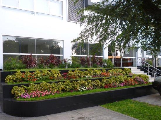 Edificios jardines picture of san isidro lima tripadvisor for Jardines 6 san isidro