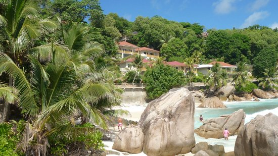 Patatran Village Hotel: The room and the beach